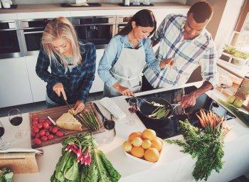 Ricevere ospiti a casa tra social eating e cene tra amici