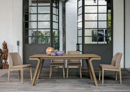 Tavoli e sedie per cucina e soggiorno